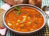 Картофена яхния с домати, лук, печени чушки и моркови в глинен гювеч на фурна